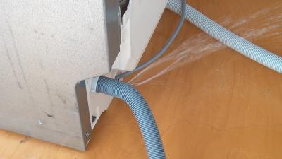 Spülmaschine läuft aus: Ablaufschlauch wechseln (Zanussi)