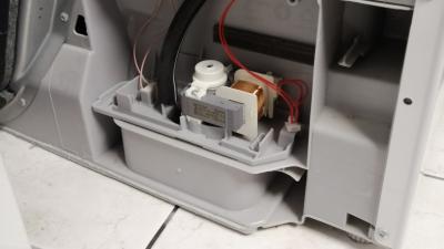 Behälter leeren blinkt bei Trocknern mit rückseitiger Pumpe (Bosch/ Siemens)