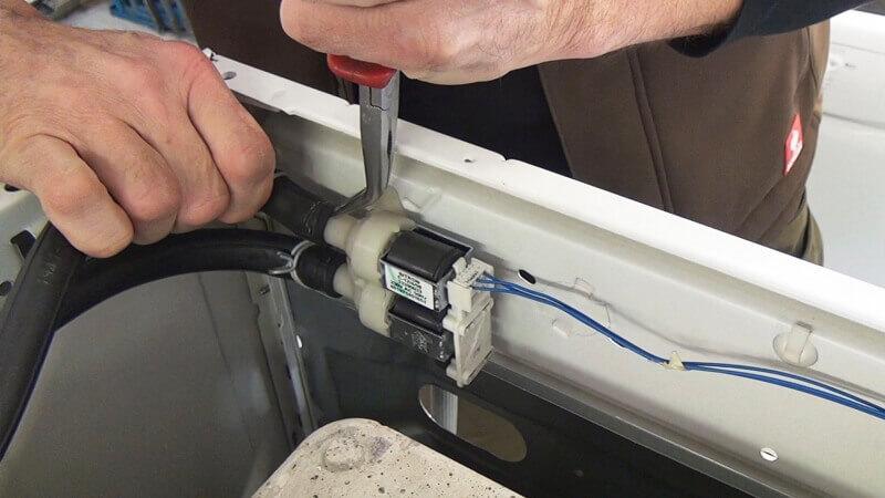 Bauknecht Waschmaschine - Magentventile wechseln