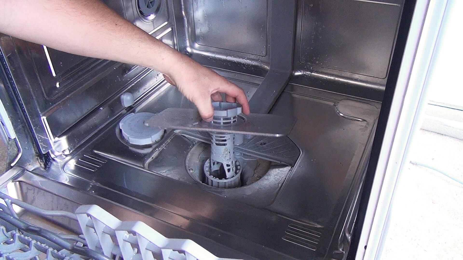 Spülmaschinen Sieb entfernen